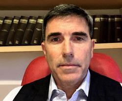 Carlos Roca ...